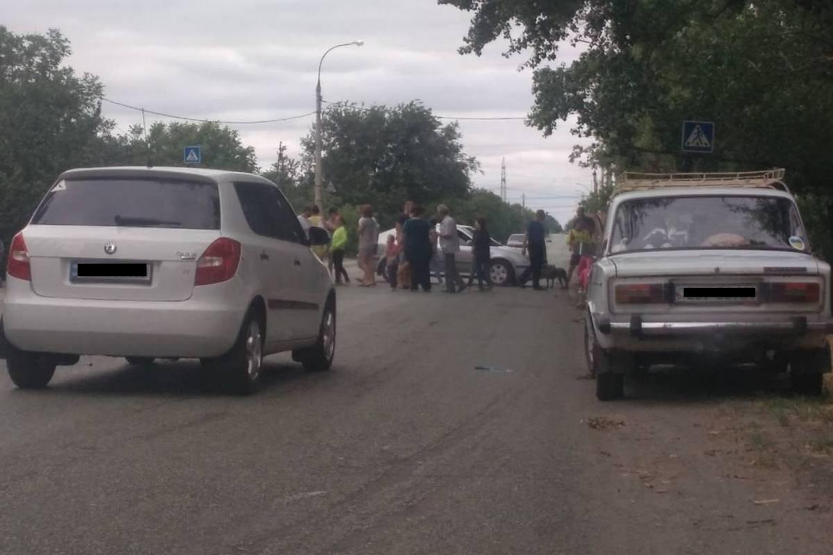 Жители Чкаловского поселка перекрыли дорогу