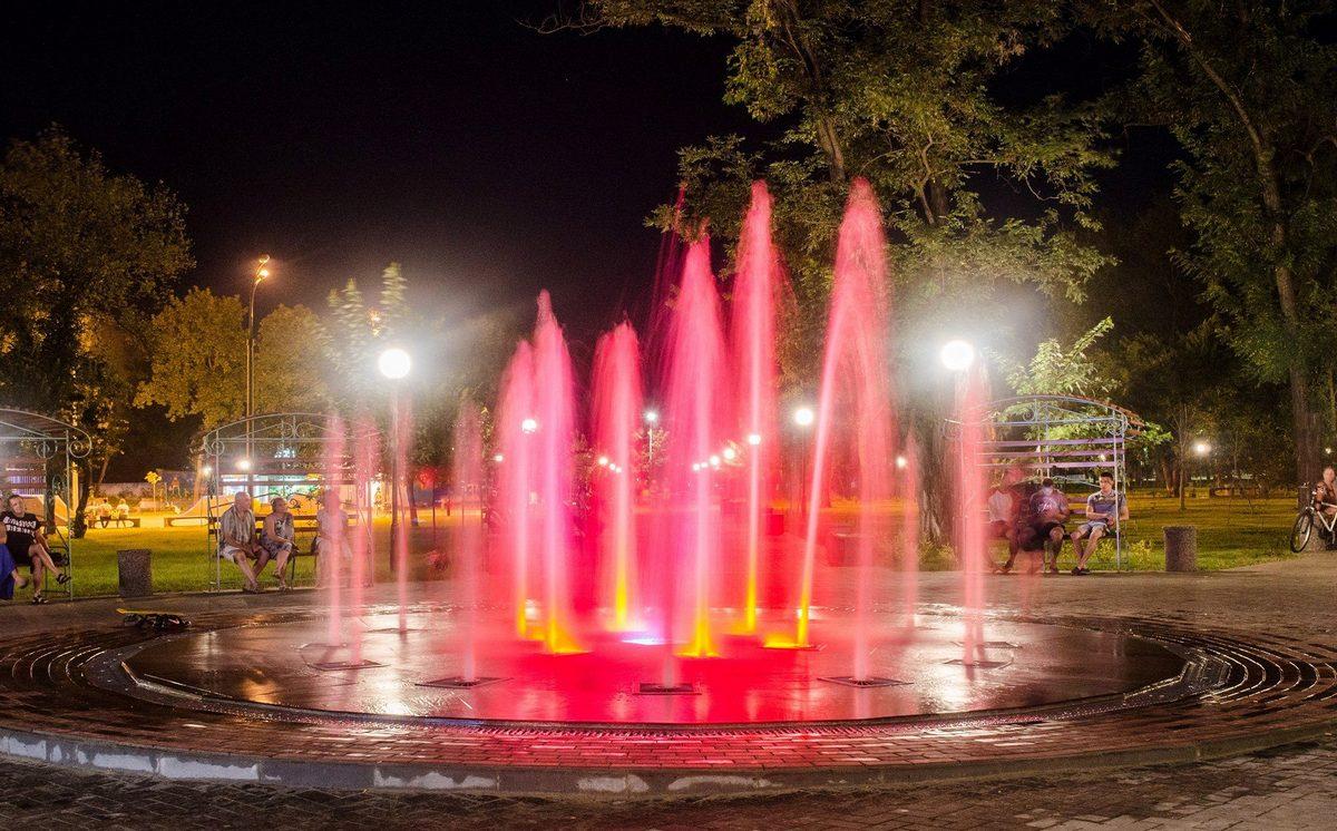 Новый фонтан в темное время суток