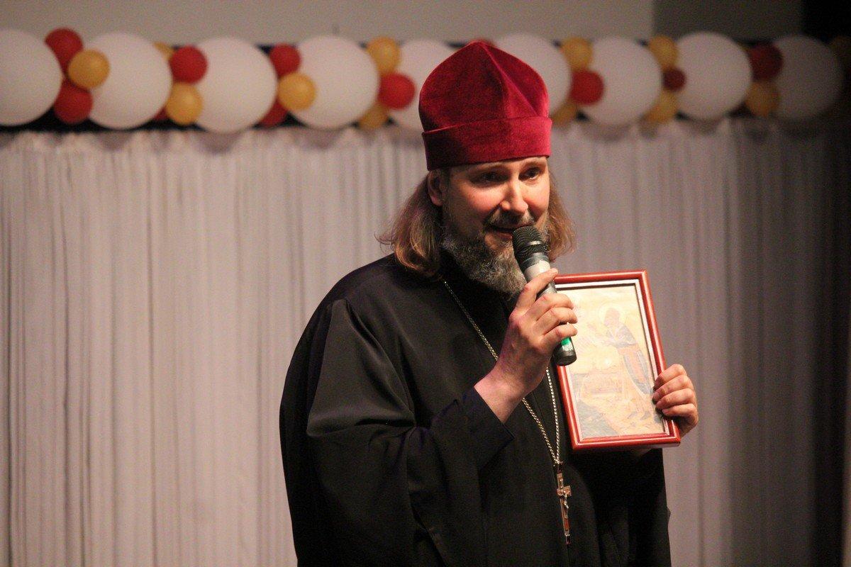 Николай Марущак поздравил правоохранителей и подарил икону святого праведного Петра Калнышевского