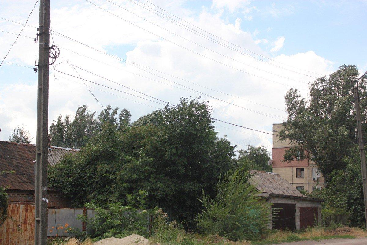 Электрические провода оборваны по всему городу