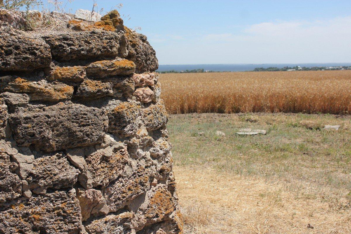 На горизонте воды Каховского водохранилища