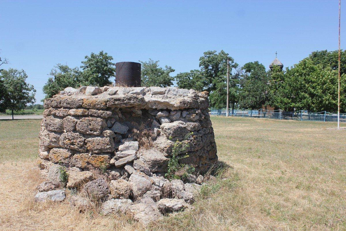Фундамент сгоревшей мельницы