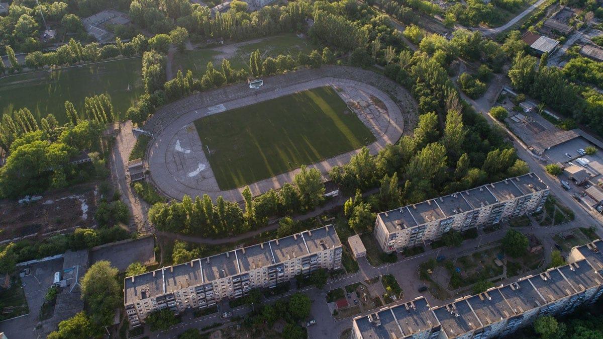 Манеж разрушен полностью, от стадиона с трибунами осталось только поле