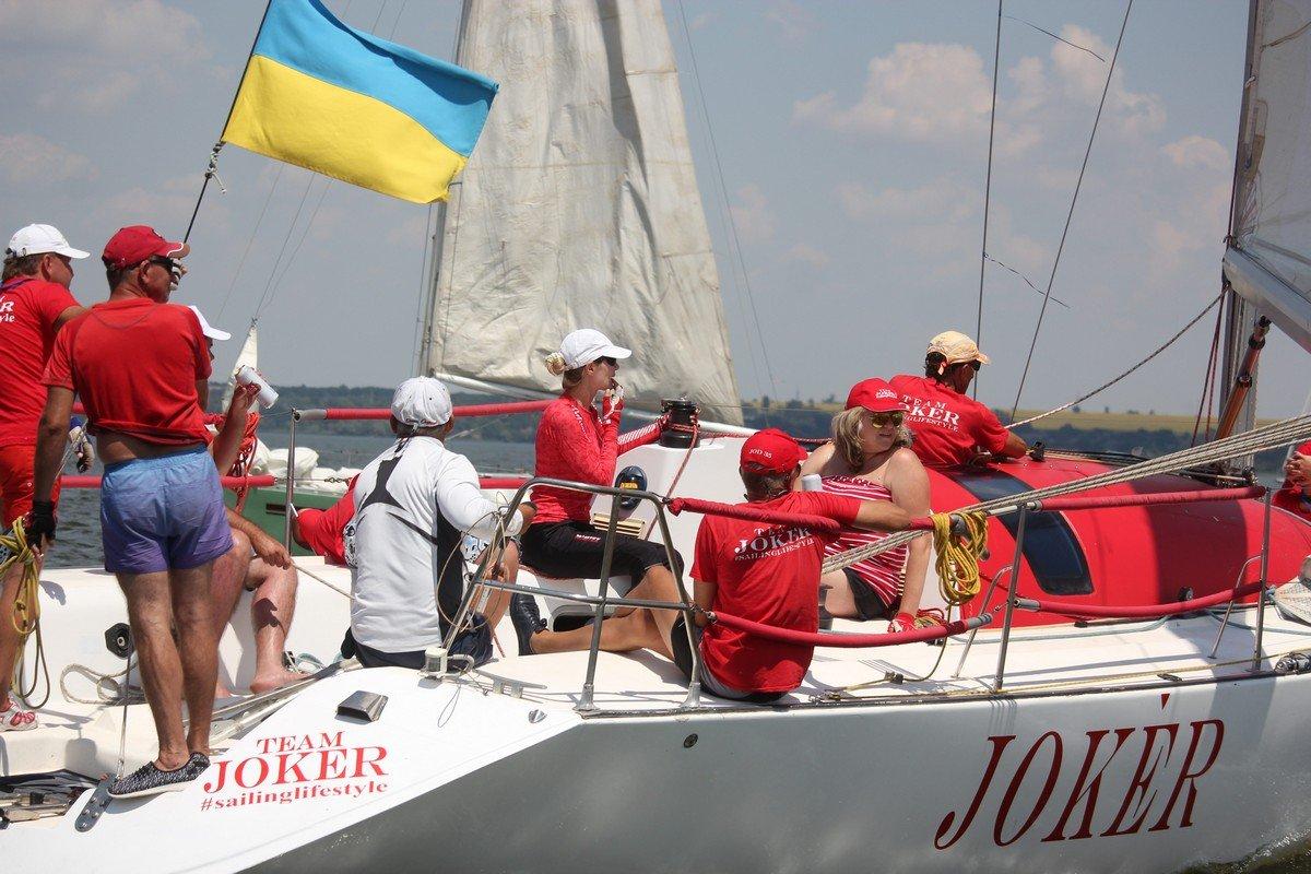 Яркий экипаж из Днепра