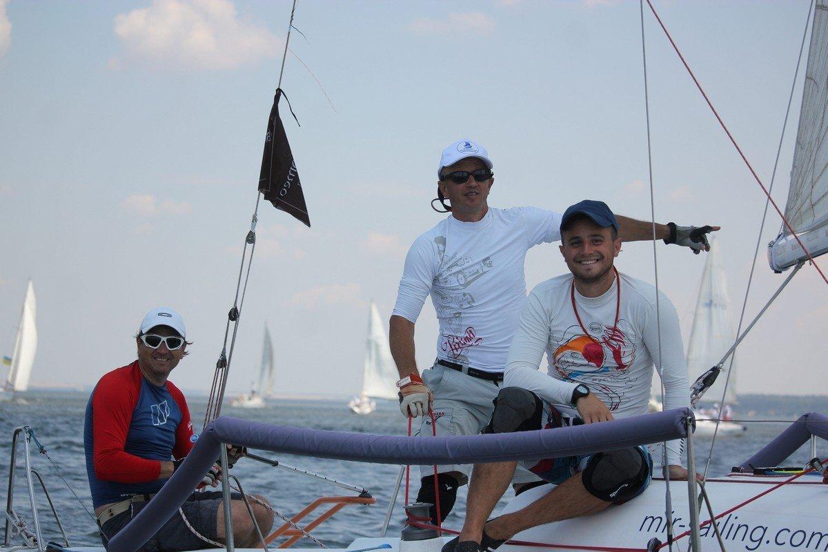Капитан яхты №6 Сергей Прус и члены экипаж