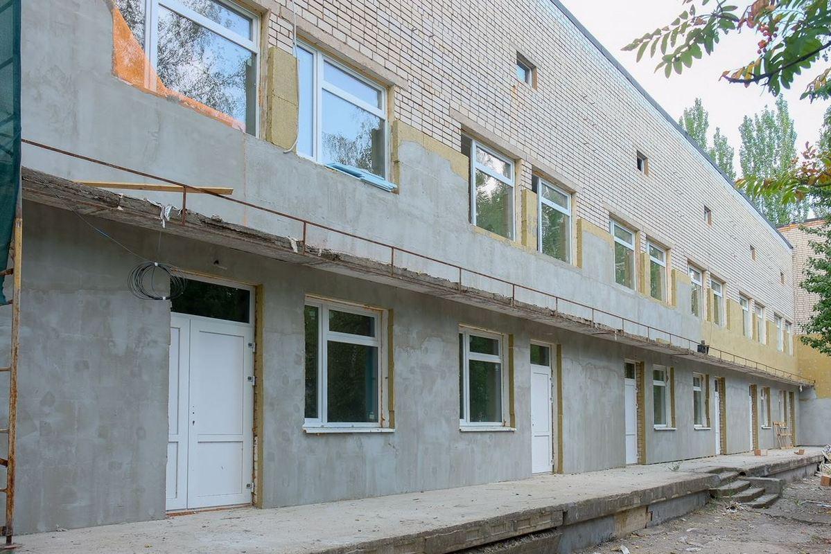 В Марганце продолжается реконструкция инфекционного отделения городской больницы