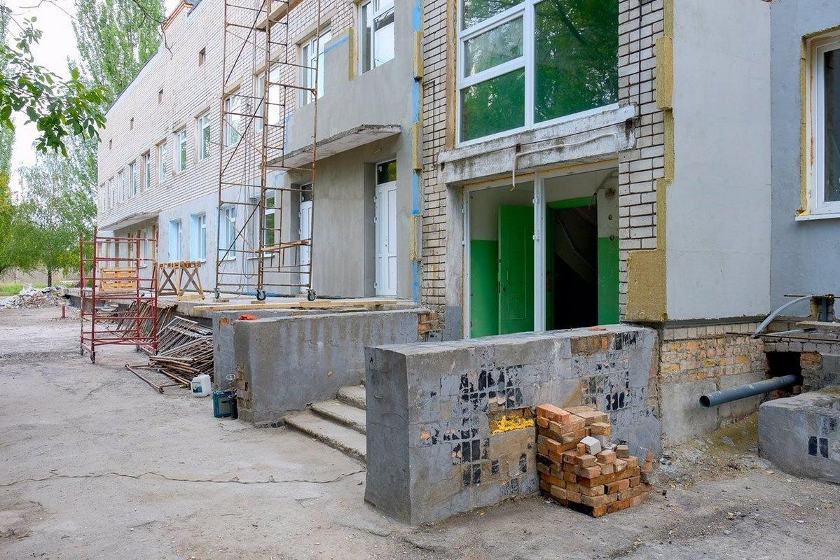 В Марганце инфекционное отделение городской больницы обновляют по примеру педиатрического корпуса больницы Руднева