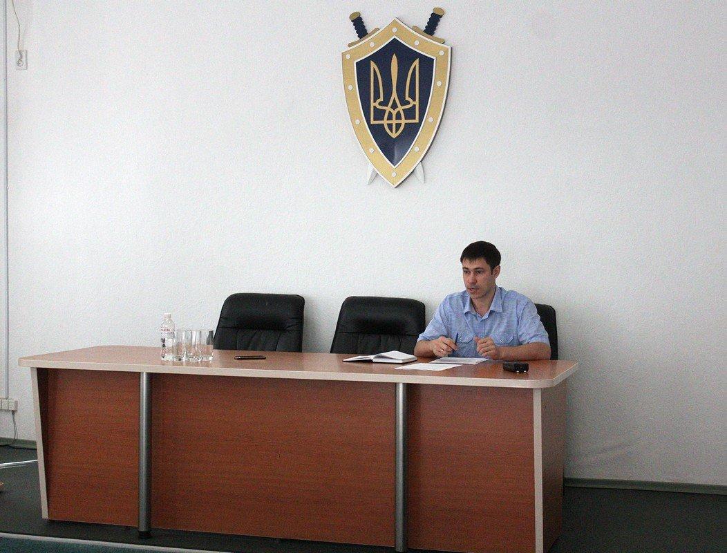 Встречу с представителями СМИ провел заместитель руководителя Никопольской местной прокуратуры Александр Воинов