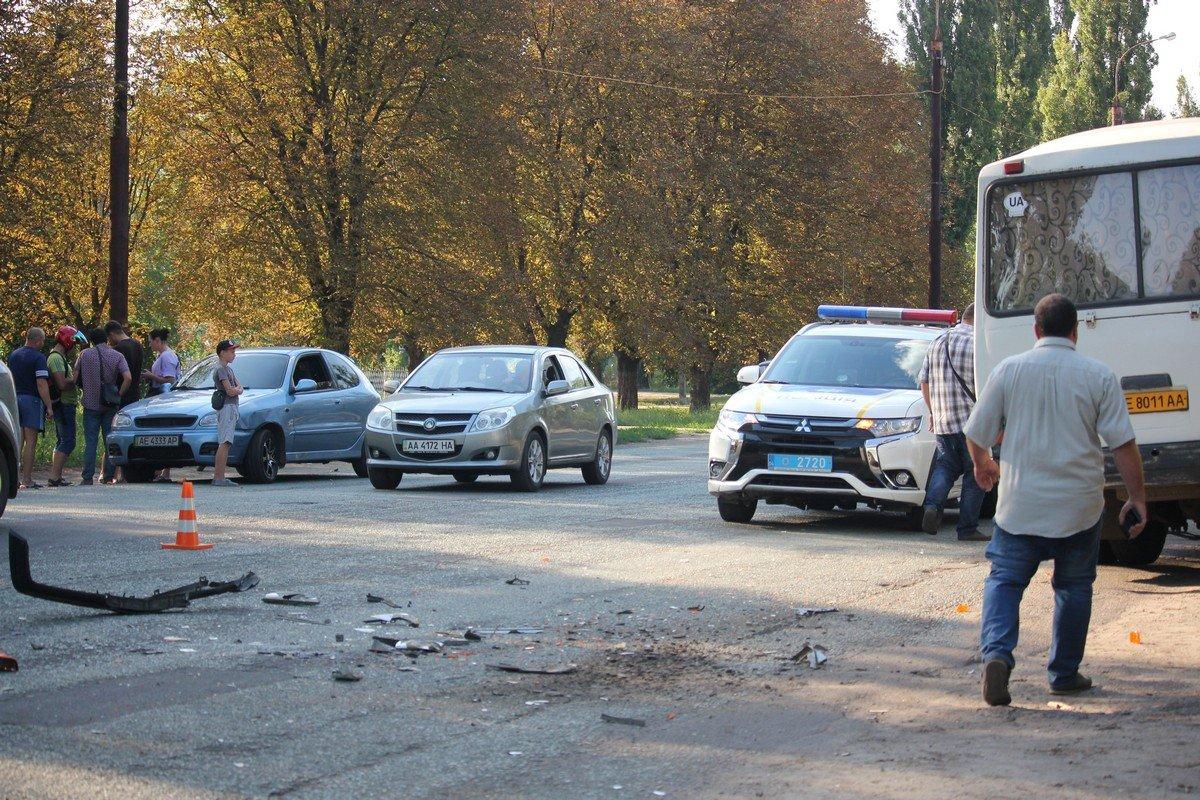 На место происшествия прибыли четыре патрульных машины