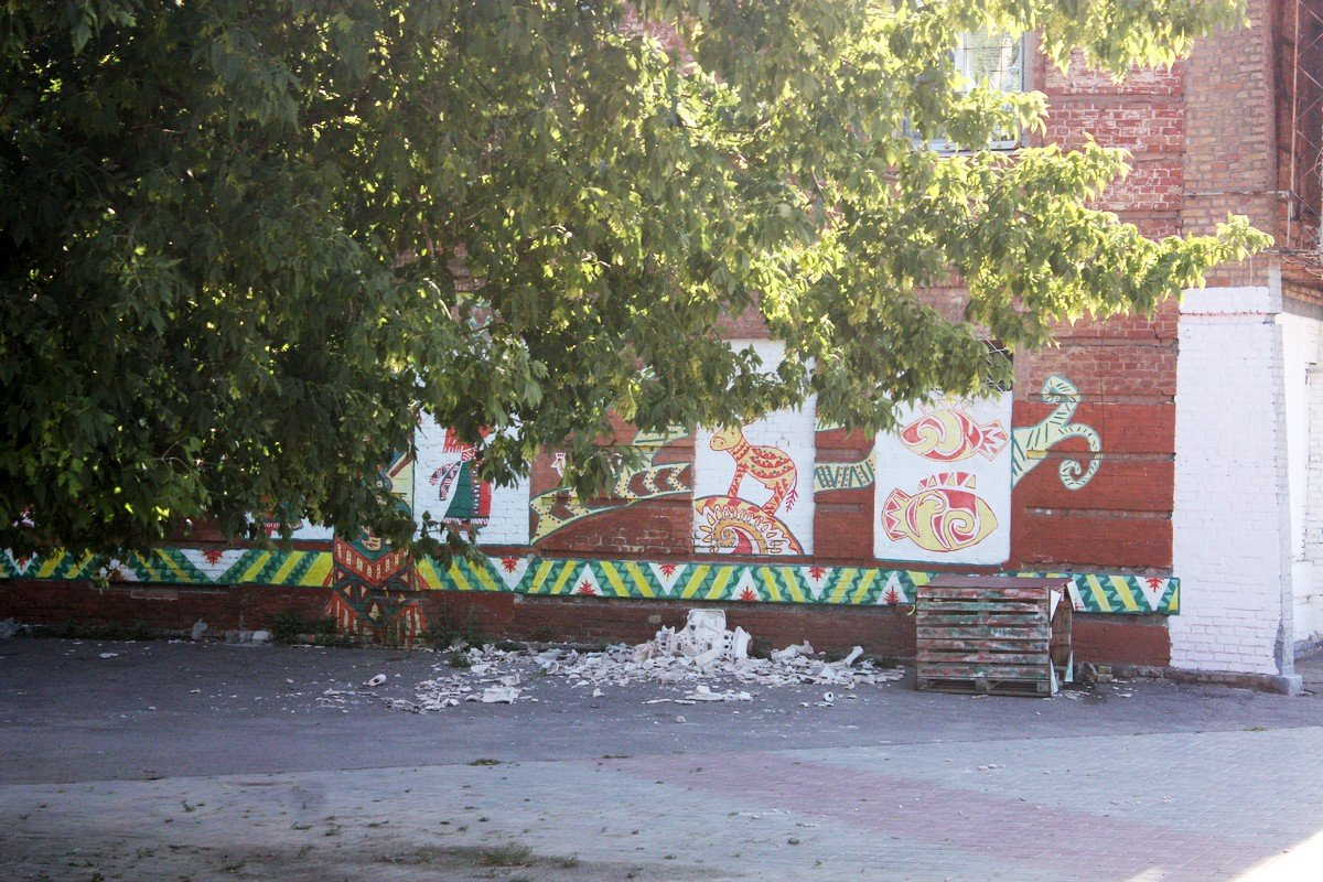 В Никополе вандалы разбили керамическую скульптуру