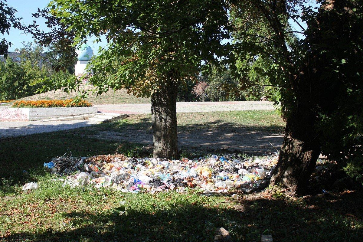 Груда мусора - последствие концерта