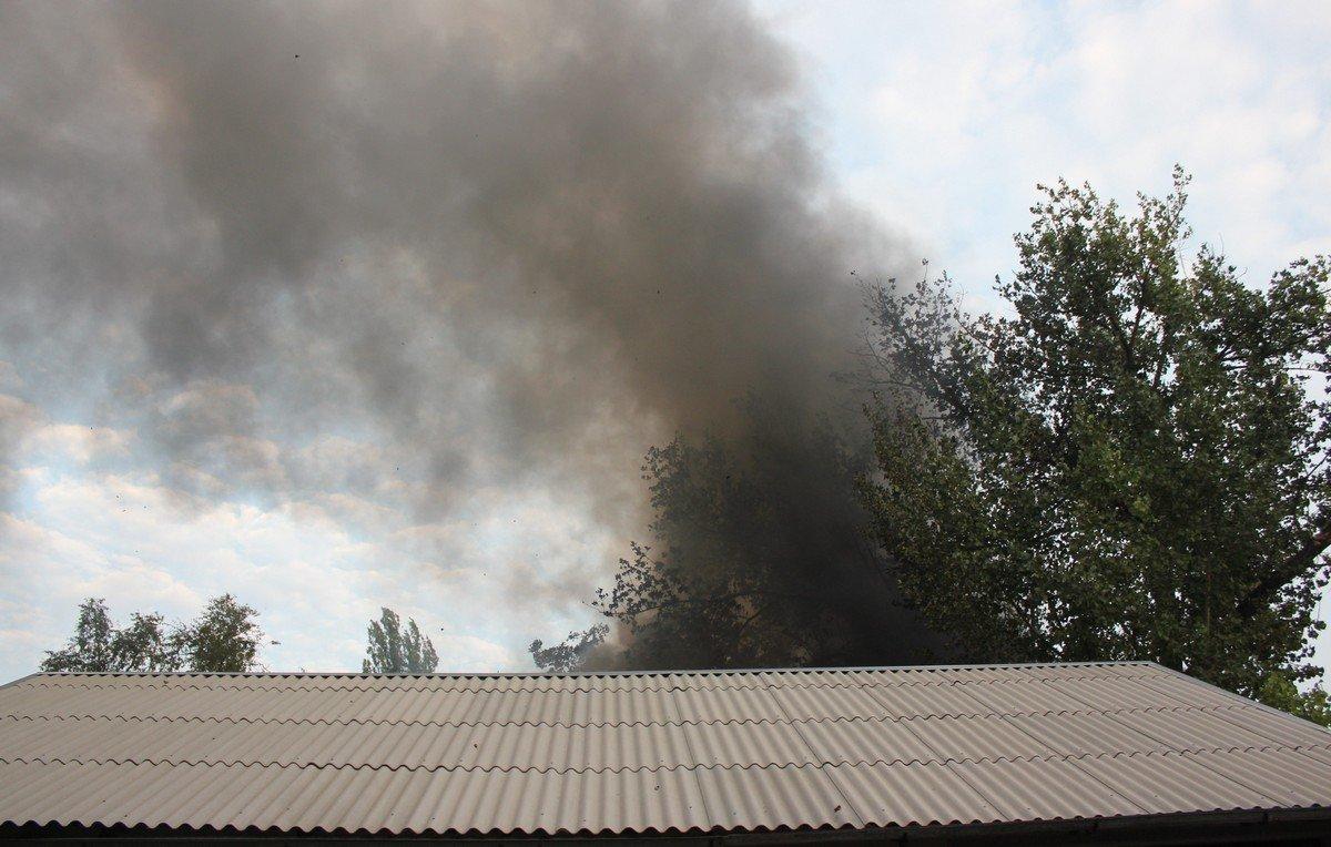 Черный дым окутал половину города