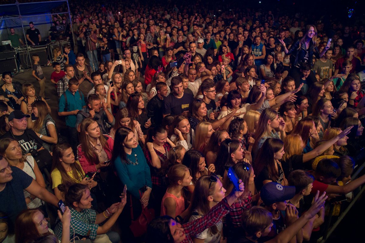 Тысяча людей пришил на концерт