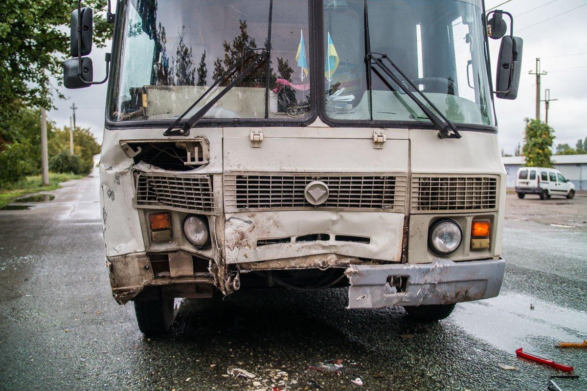 Пассажиры смогли выйти из салона автобуса самостоятельно