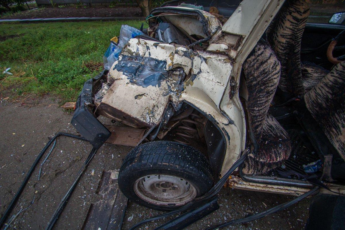 Пассажиров помогли достать из салона автомобиля очевидцы