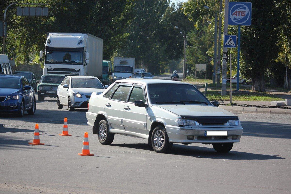 Что заставило водителя ВАЗ-2115 поехать на запрещающий сигнал светофора, он пояснить не смог