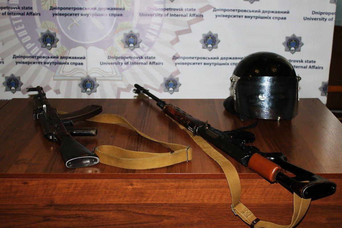 Защитный шлем и бронежилет