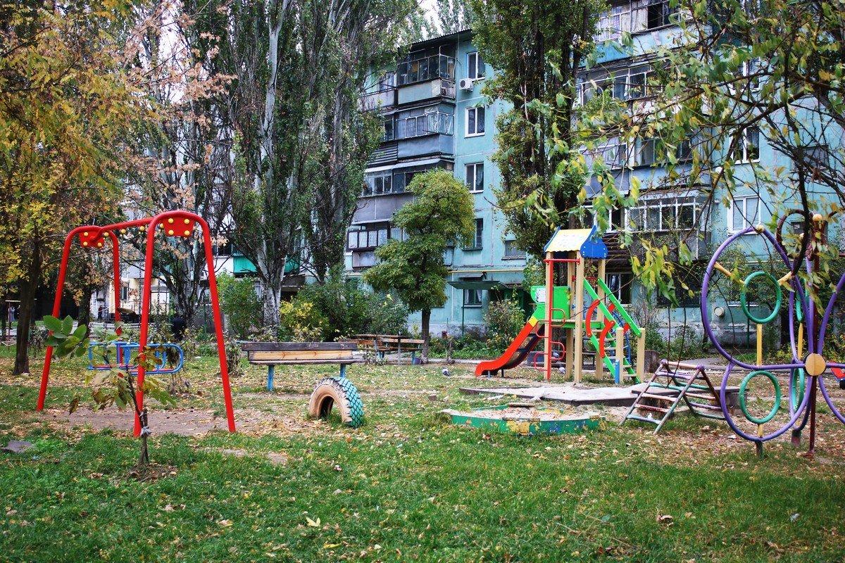 Детская площадка опустела