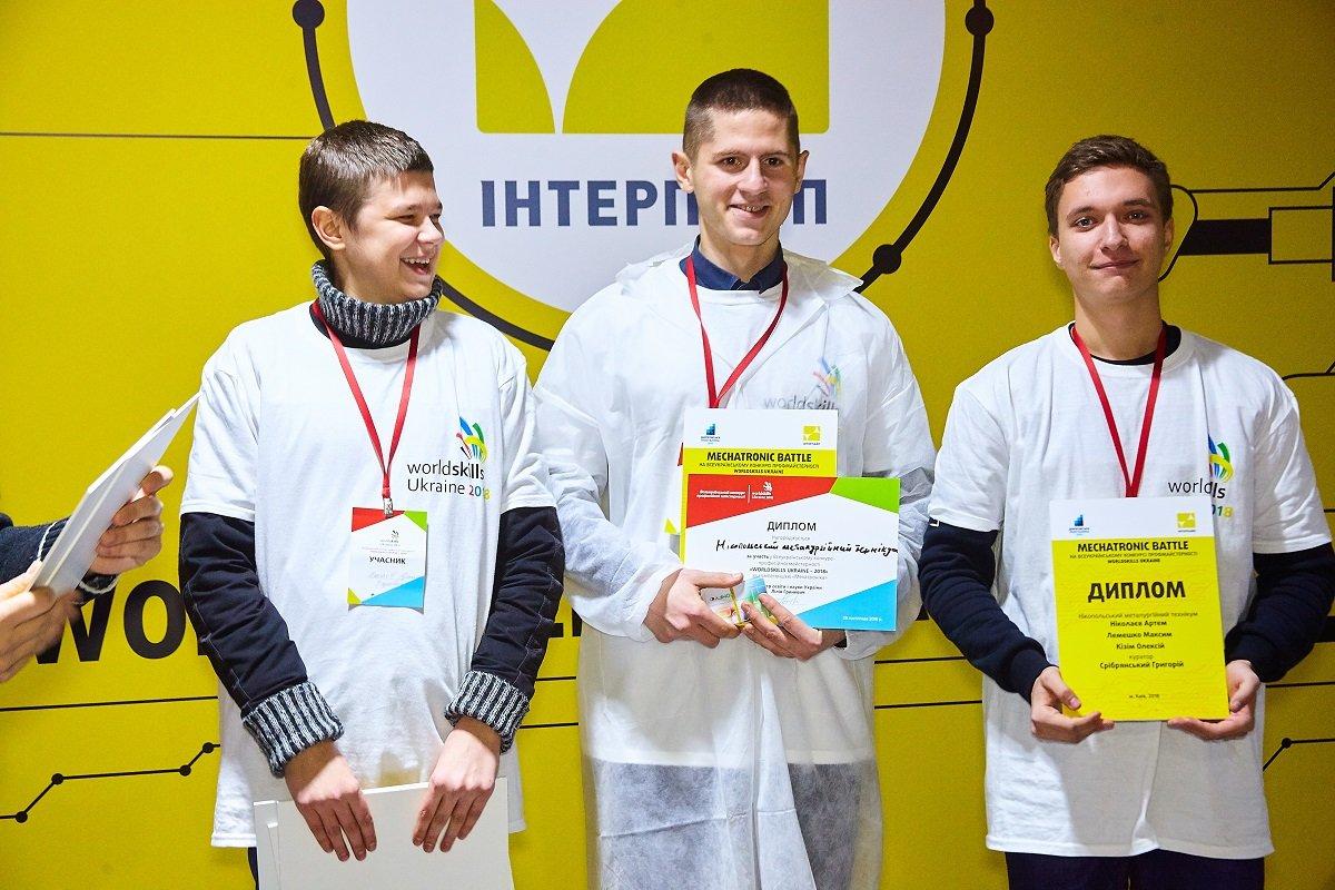 Победители из Никополя: Алексей Кизим, Максим Лемешко, Артем Николаев