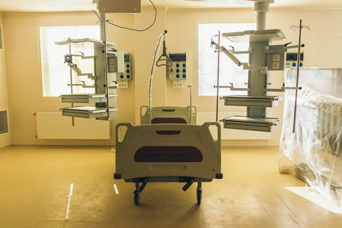Всего в больнице есть 5 стандартных операционных и 1 гибридная