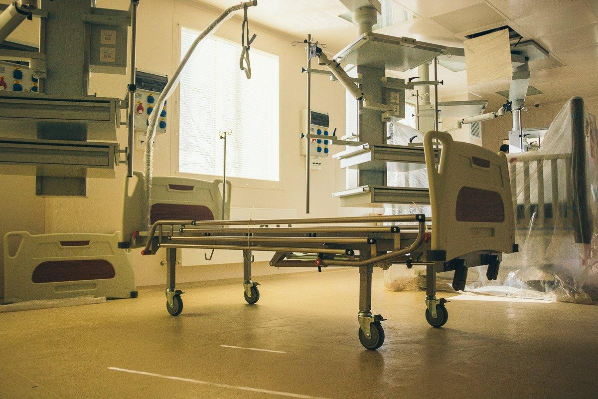 На 1-м этаже находится приемно-диагностическое отделение с круглосуточным травмпунктом
