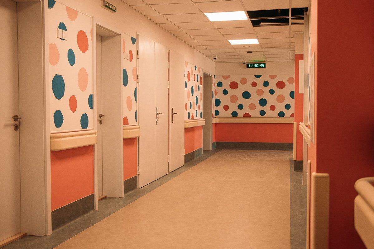 Также в госпитале есть палаты для людей с ограненными возможностями, а в здании предусмотрены подъемники для инвалидных колясок