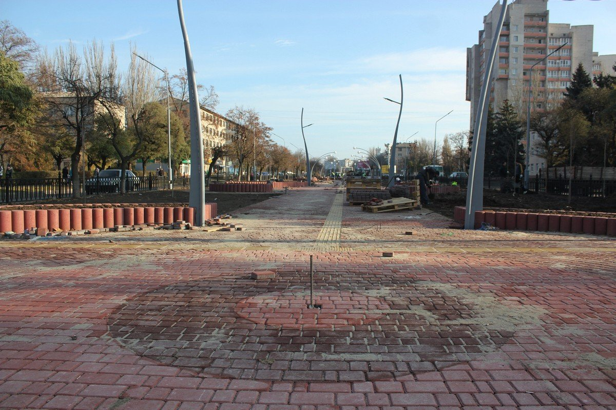 На завершающем этапе на бульваре установят лавочки и урны