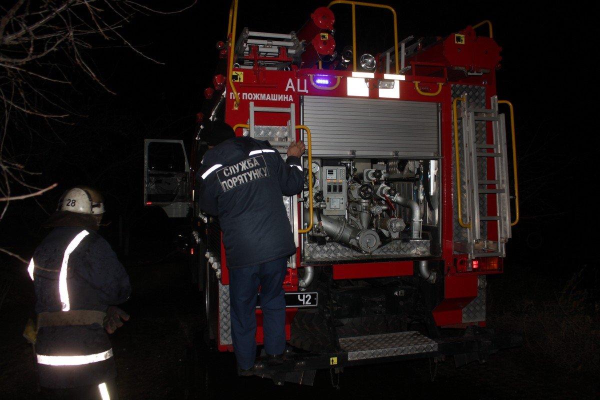 На пожар прибыли 10 спасателей и две пожарные машины
