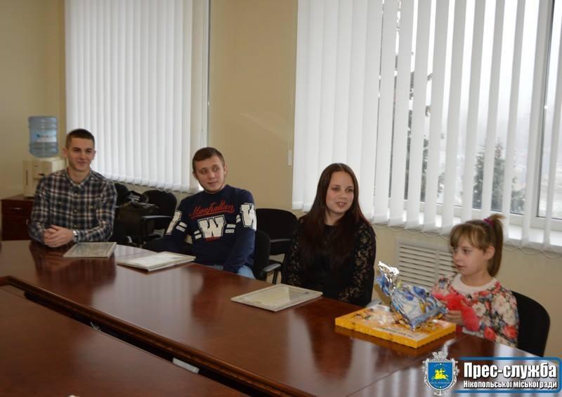 В Никополе трое детей-сирот стали обладателями нового жилья