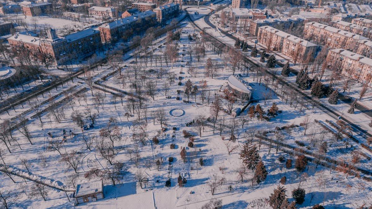 Белый снег подчеркивает красоту родного города