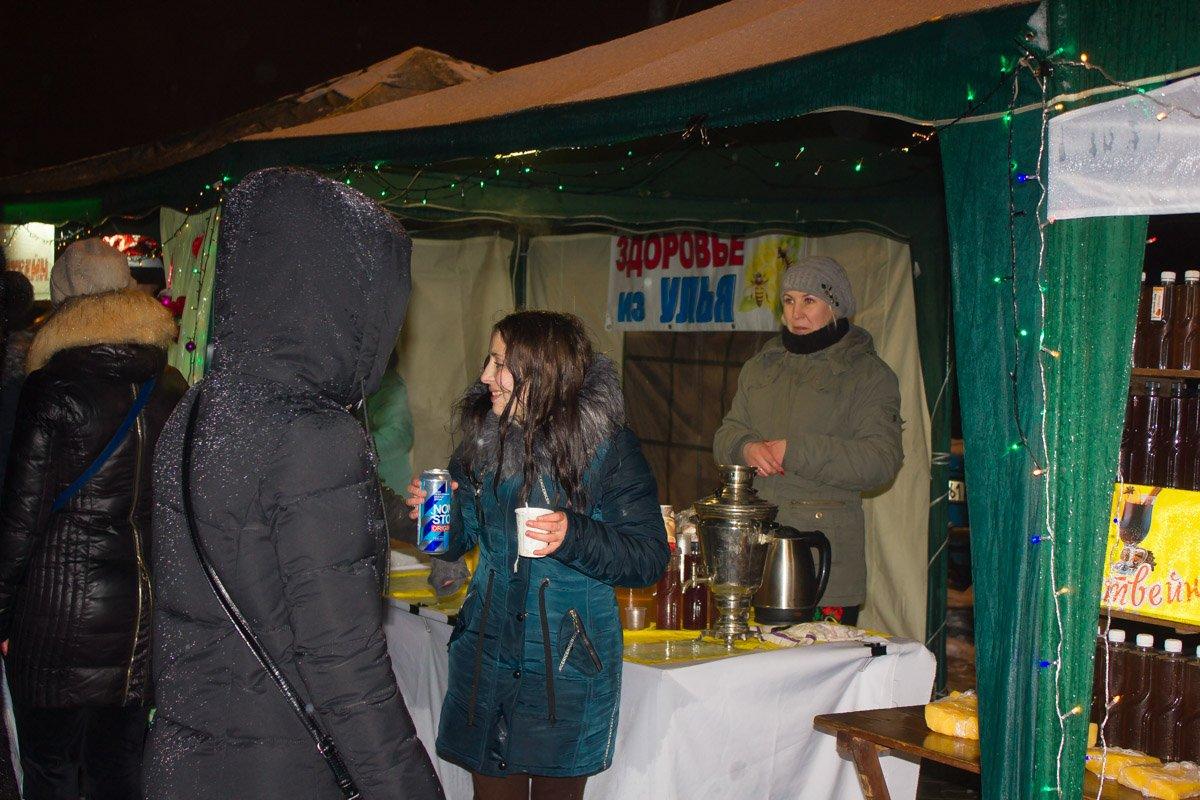 Горячий чай, кофе и глинтвейн. Фото: Мария Дымченко