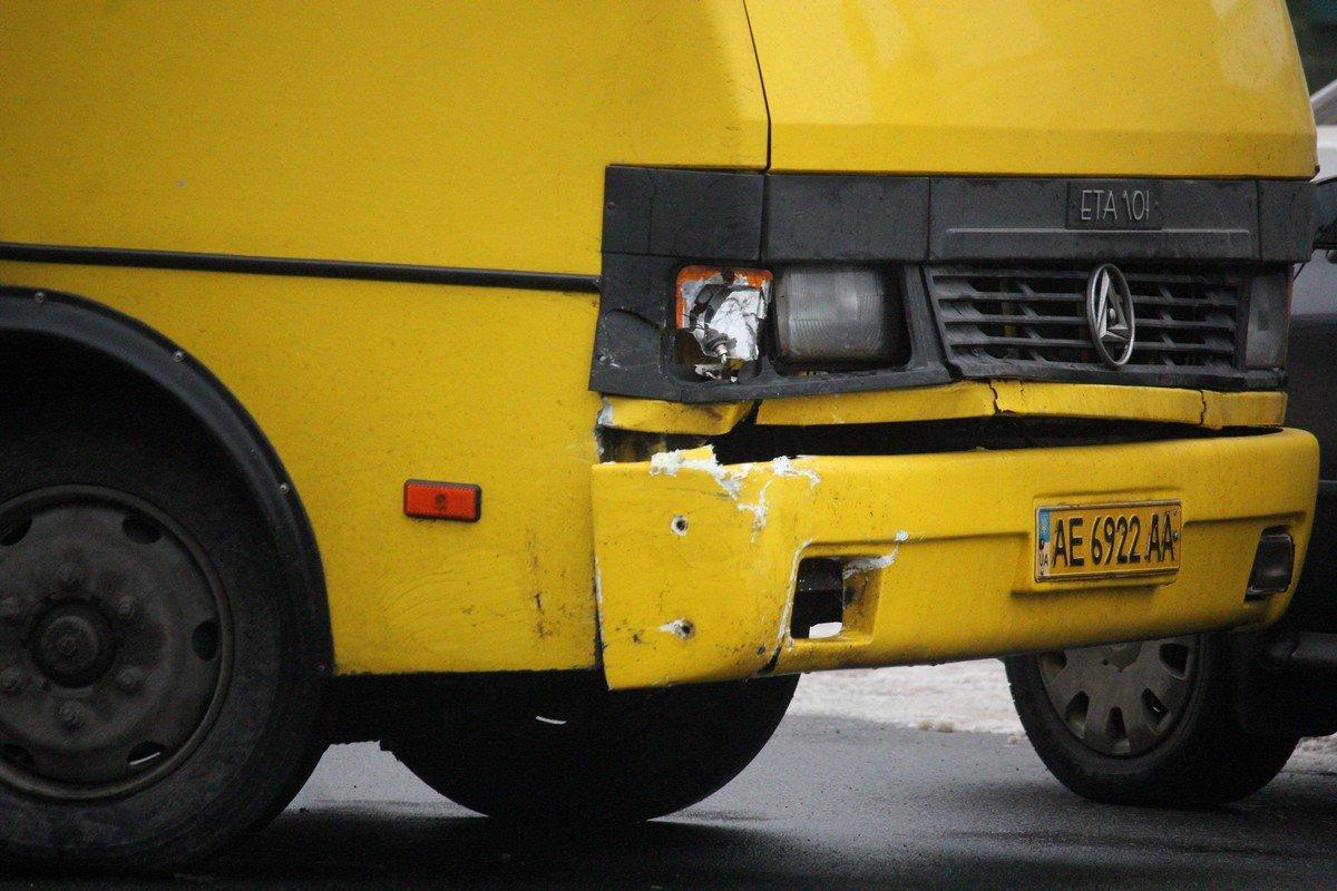 Водитель автобуса Богдан попытался уйти от столкновения