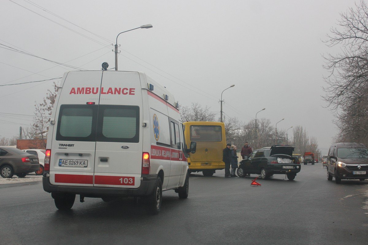 Водителю ВАЗ-2110 вызвали скорую помощь