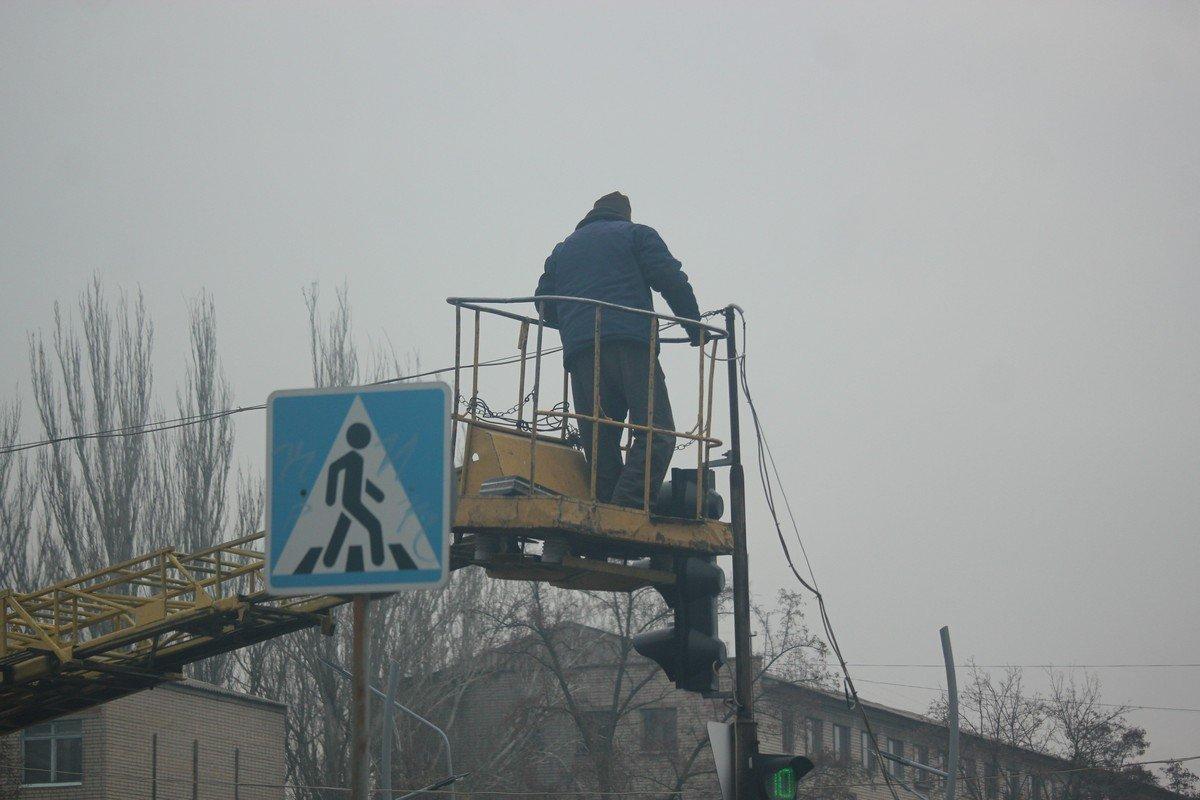 В выходной день на улицах города работают коммунальщики и подрядчики