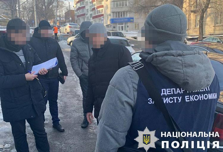 Сегодня, 2 января, в городе Днепр во время получения второй части взятки правонарушитель был задержан полицейскими