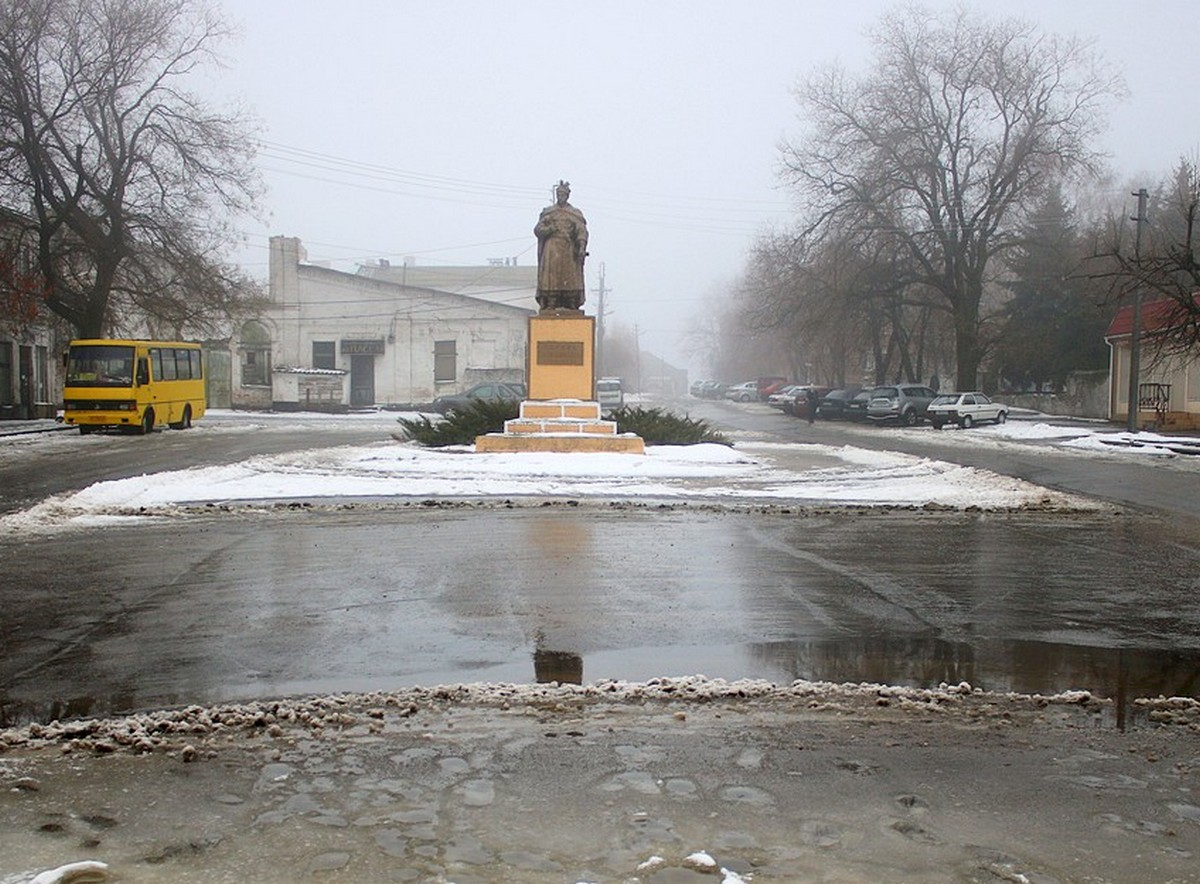 На площади Богдана Хмельницкого