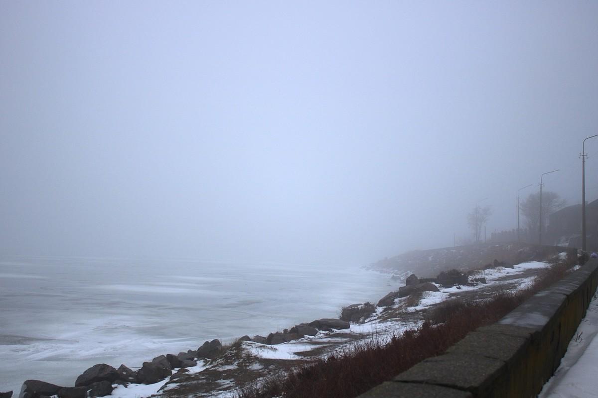 Каховское водохранилище окутал туман