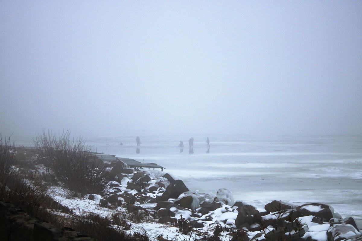 Туман и дождь не стал помехой для рыбаков в Никополе