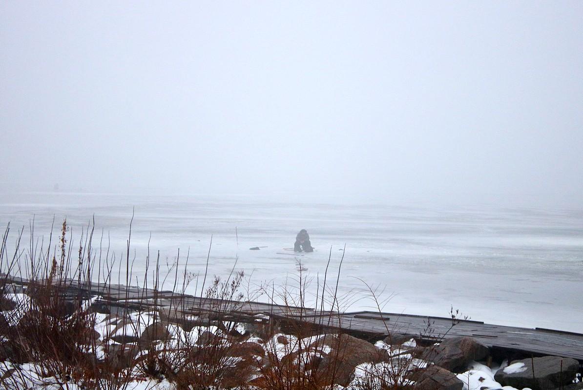 Самые отчаянные из них вышли на лед