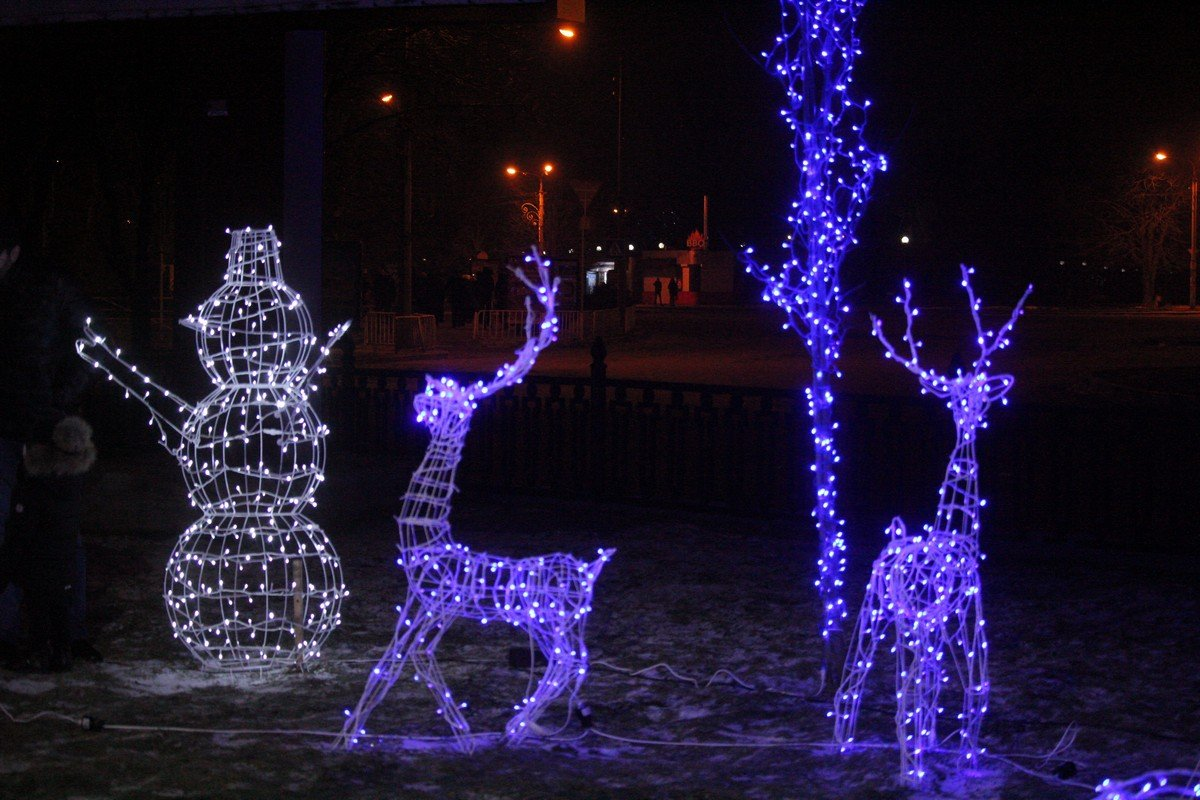 Снеговики, олени и счастливые лица