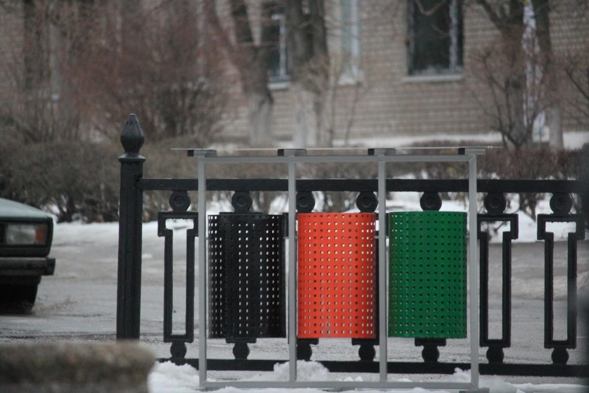 Красивые сортировочные контейнеры установили на обновленном бульваре