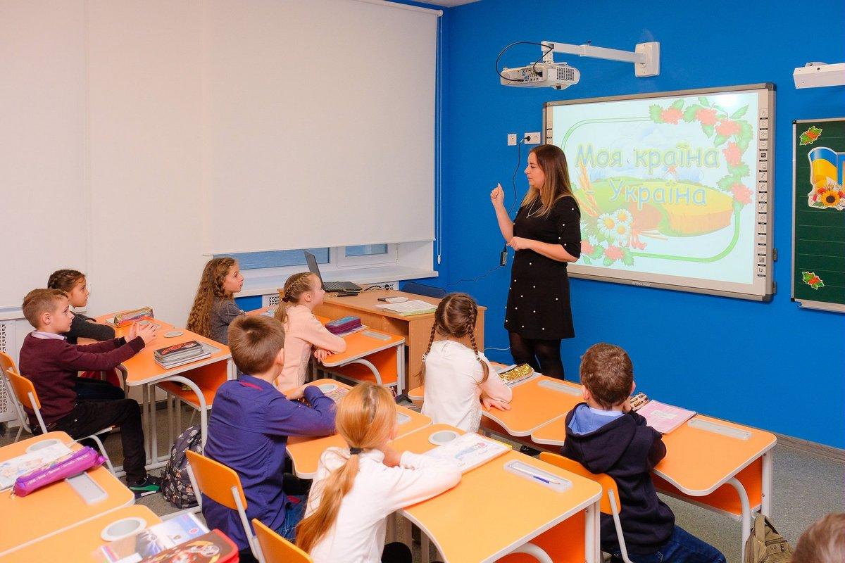 В каждом классе интерактивные доски
