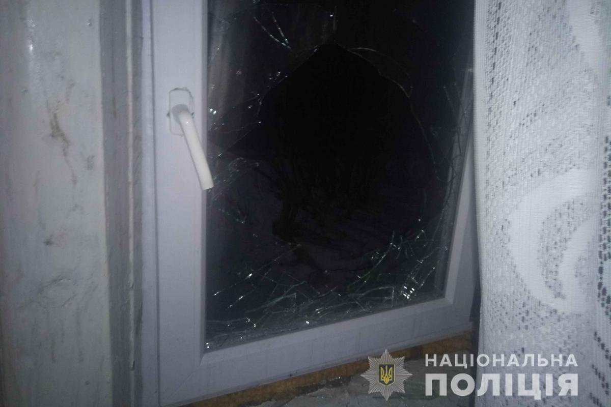 Вор сбежал через открытое окно