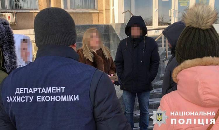2 января правоохранители задержали чиновника недалеко от горсовета Никополя