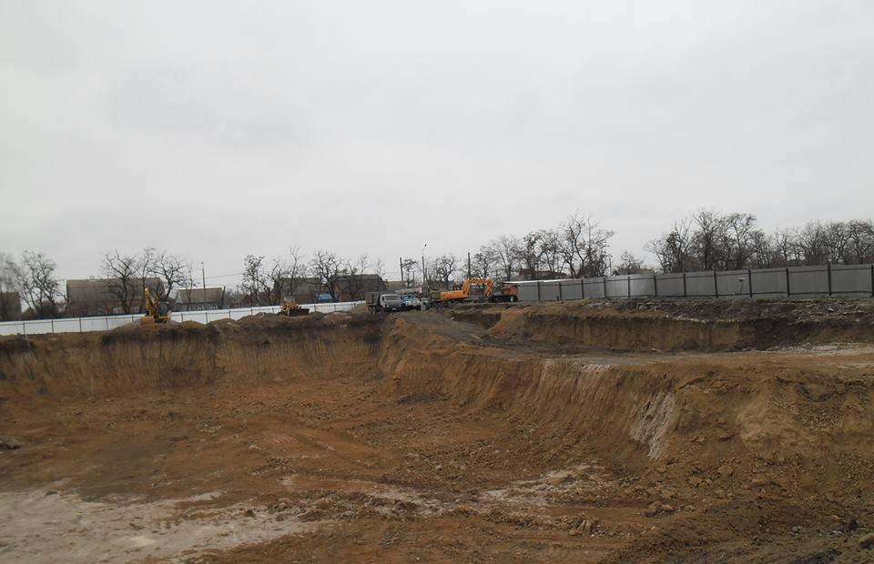 В парке Победы вырубили десятки деревьев, чтобы построить бассейн