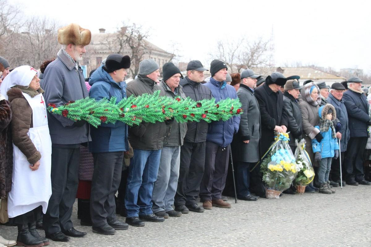 В бою за Никополь погибло, умерли от ран, и было похоронено в братских и индивидуальных могилах на городских кладбищах 568 военнослужащих РККА
