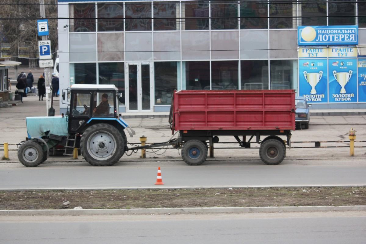 Вскоре специальная машина смоем остатки пыли с проезжей части