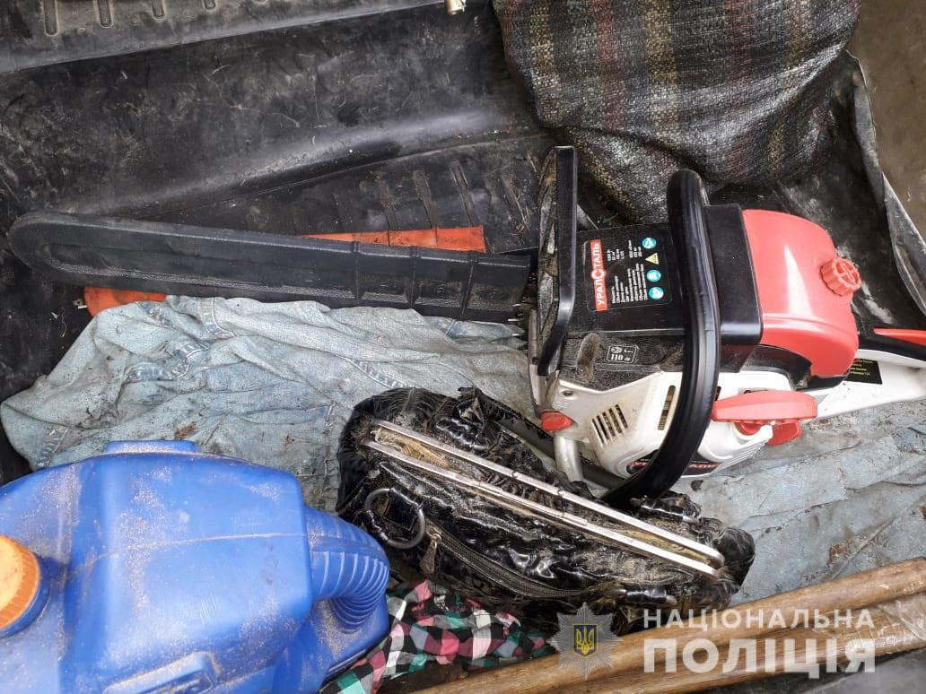 В багажнике ВАЗа нашли бензопилу