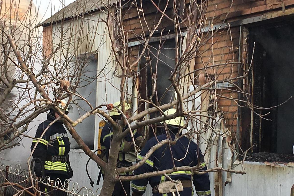 Пожар в Марганце в жилом доме на улице Панфилова