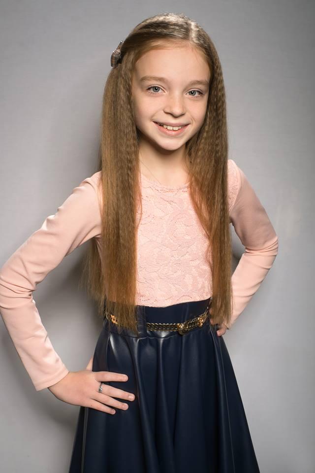В Никополе 11-летняя девочка обстригла волосы, чтобы помочь онкобольным детям
